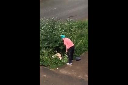 Российская пенсионерка избила доской занимавшуюся сексом в кустах парочку