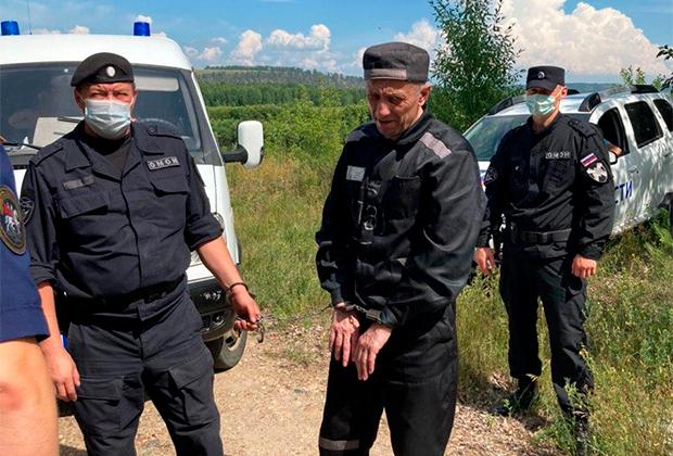 Михаил Попков на следственном эксперименте