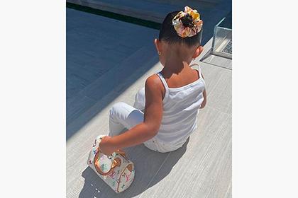 Бывшую самую молодую миллиардершу обругали за ее ребенка с сумкой Louis Vuitton