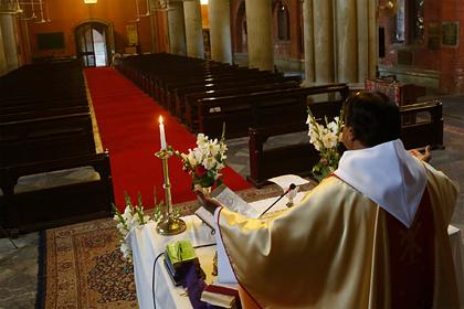 Мусульмане заставили христиан убрать крест с церкви в Пакистане