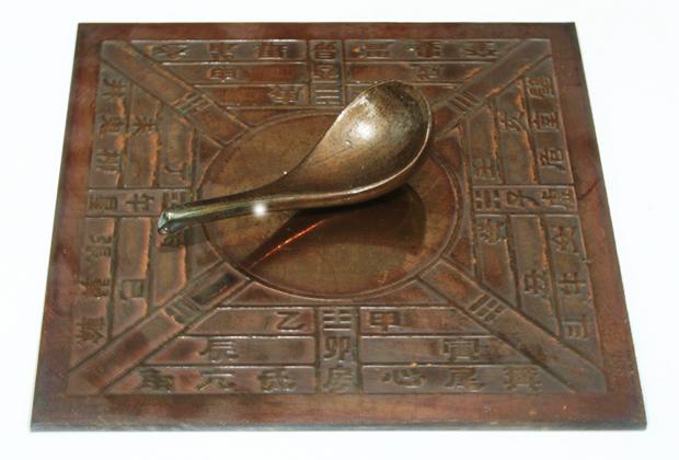 Модель китайского компаса периода династии Хань