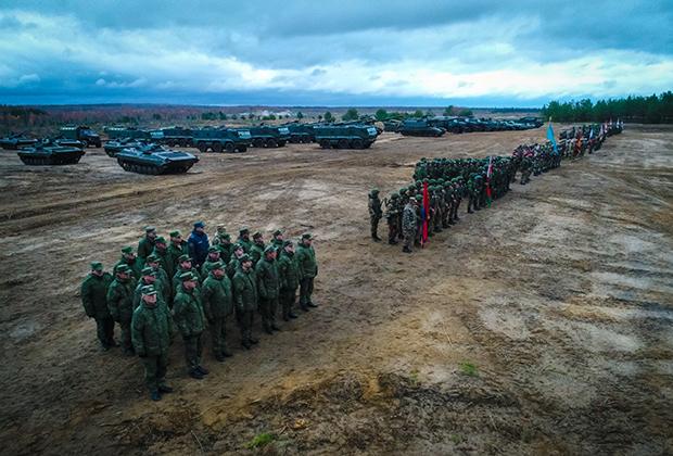 Военнослужащие на параде в рамках совместных учений Коллективных сил оперативного реагирования Организации договора о коллективной безопасности, 2019 год