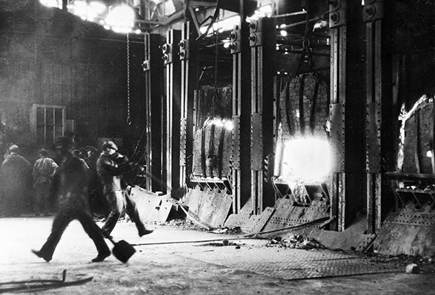Литейный цех завода «Серп и молот», 1925 год
