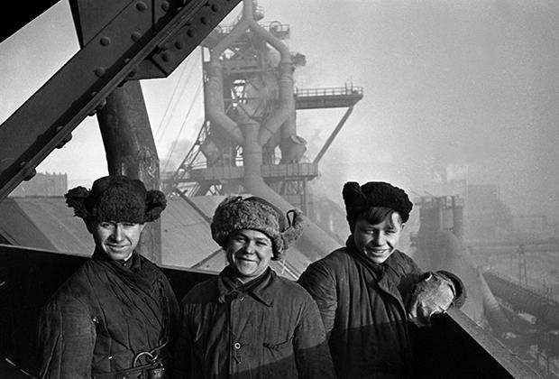 Молодые строители Магнитогорского металлургического комбината имени В.И.Ленина, 1935 год