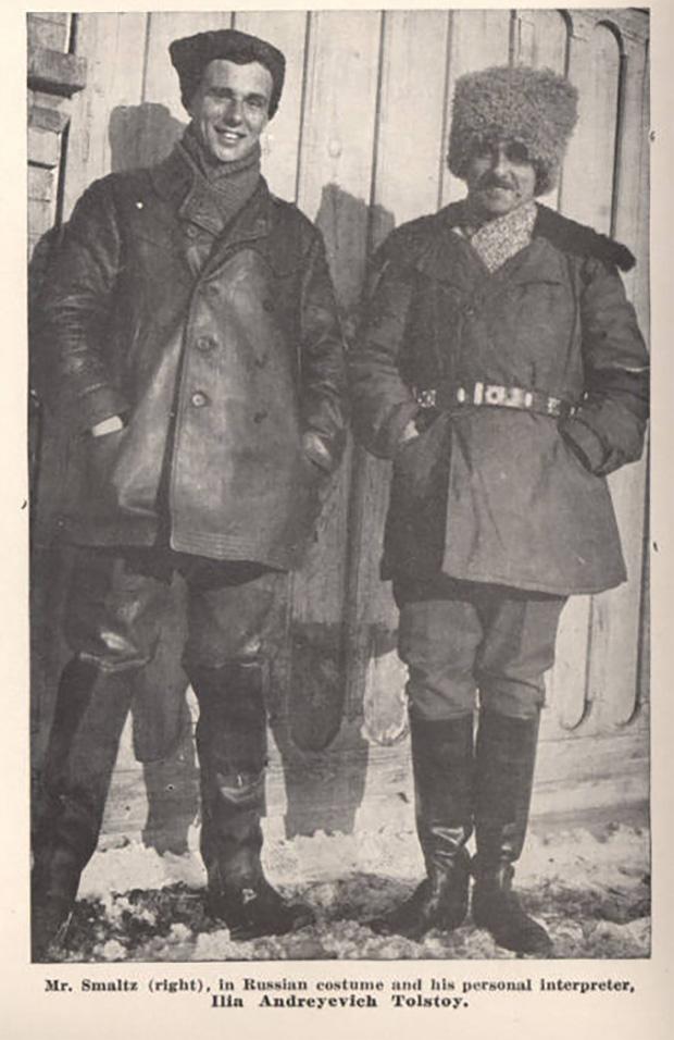 Внук Льва Толстого, Илья Андреевич Толстой, и американский квакер Альфред Смалц (справа) во время перегона лошадей в Бузулук. 1923 год