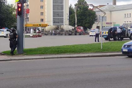 Захвативший автобус с заложниками украинец открыл стрельбу и бросил гранату