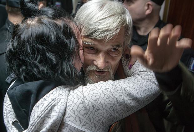 Юрий Дмитриев и его дочь в суде в 2018 году