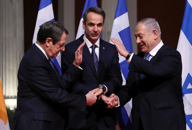 Президент Кипра Никос Анастасиадис, премьер-министр Греции Кириакос Мицотакис и премьер-министр Израиля Биньямин Нетаньяху на церемонии подписания соглашения о строительстве газопровода EastMed, январь 2020 года