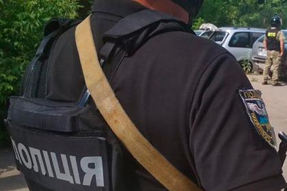 Украинский автоугонщик отпустил заложника-полицейского и сбежал в лес
