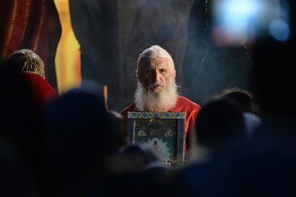Захвативший монастырь опальный священник отреагировал на лишение сана патриархом