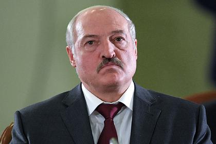 Лукашенко пообещал применить армию против майдана