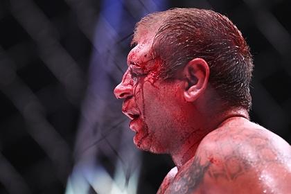 Исмаилов сломал нос Емельяненко во время боя