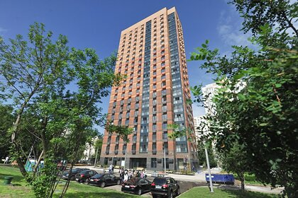 Российский ребенок выпал из окна седьмого этажа и выжил