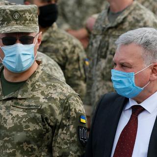 Андрей Таран (справа)