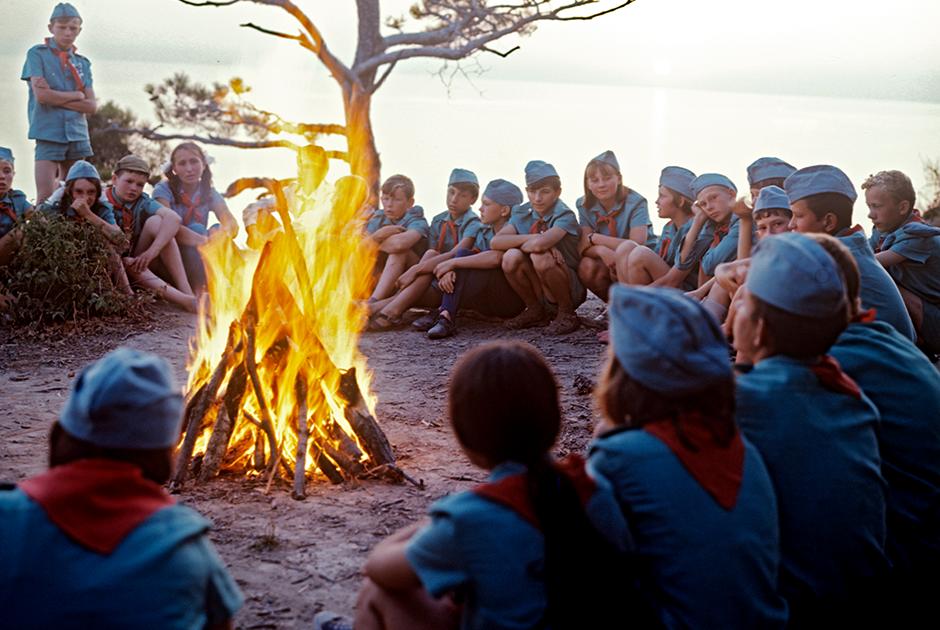 1974 год. У пионерского костра в лагере «Орленок»