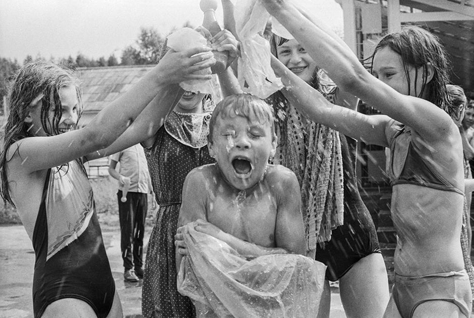 1988 год. Детские игры в подмосковном пионерском лагере «Огонек» Всесоюзного электротехнического института имени В.И. Ленина