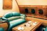 В то время как большинство производителей стремятся облегчить воздушное судно, владелец частного Boeing отдает предпочтение роскоши. Как сообщают разные источники, салон султанского лайнера едва ли не целиком — от подлокотников до раковин — выполнен из золота, мебель— из ценных пород дерева, полы устланы шелковыми коврами, предметы декора инкрустированы драгоценными камнями, а интерьер украшен хрустальными вазами. Из-за всего этого самолет заслуженно прослыл «летающим дворцом». <br></br> Это не единственное средство перемещения по воздуху, принадлежащее Болкиаху. Доподлинно известно, что монарх владеет еще двумя не менее дорогими лайнерами— широкофюзеляжными Airbus A340 и Boeing 767.
