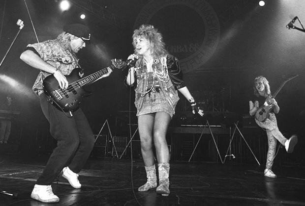 Группа «Электроклуб» во время выстуления в «Лужниках», 1988 год. На фото: солисты группы — Александр Назаров, Ирина Аллегрова, Владимир Кулаков