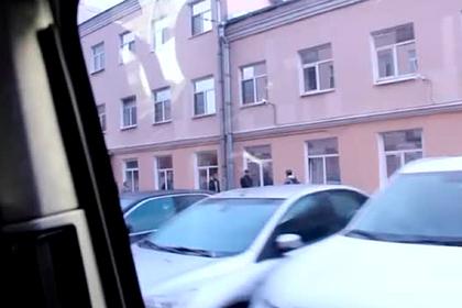 ФСБ показала задержание готовивших нападения на силовиков террористов