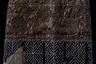 Камни, вышивка и расположение узоров в праздничных головных уборах выполняли «защитную» функцию. Считалось, что человек подвержен внешним воздействиям при обрядовых переходах и его нужно оградить от нежелательного влияния. Снежинки на повязках вышивались из речного жемчуга, который добывался в северных реках, либо их шили из бисера. Важные головные уборы передавались по наследству.