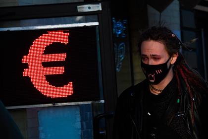 Курс рубля обвалился