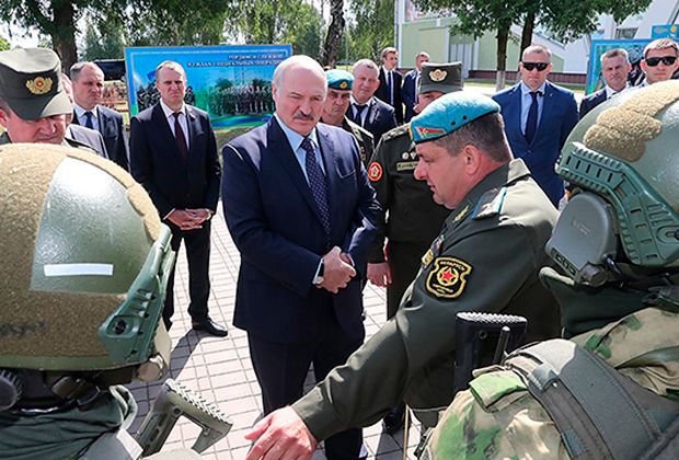 Александр Лукашенко посещает 5-ю отдельную бригаду специального назначения в Марьиной Горке