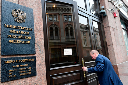 Россиянам разрешили еще три года выводить деньги в офшоры