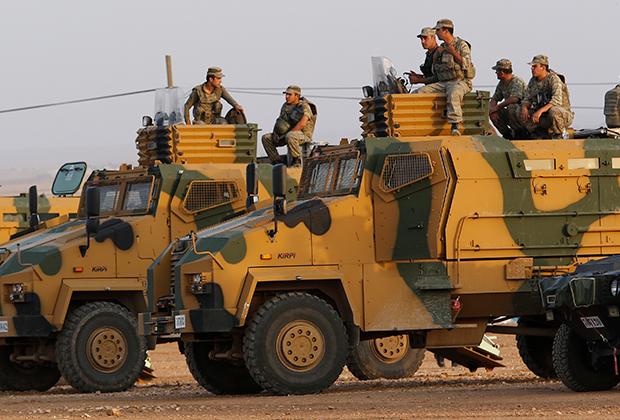 Турецкие солдаты на границе с Сирией в провинции Шанлыурфа