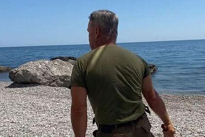 Действия гонявшего плетью туристов охранника на пляже в Крыму объяснили