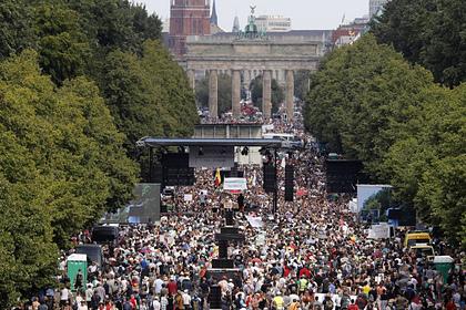 В Германии прошел митинг ради конца пандемии