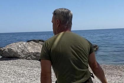 ВКрыму охранник плетью выгонял туристов с сыном с берега