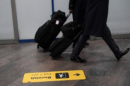 Грузчик аэропорта раскрыл истинные причины «швыряния» чемоданов