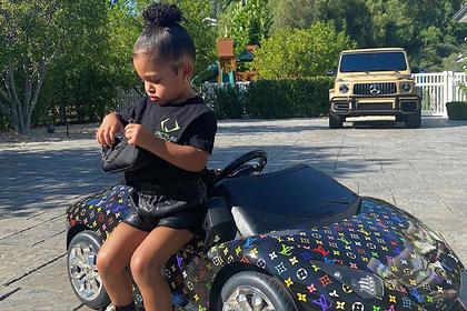 Бывшую самую молодую миллиардершу осудили за фото дочери в копии Lamborghini