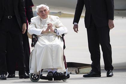 Бывший папа Римский серьезно заболел после визита в Германию