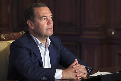 Рассчитаны расходы на новую должность Медведева