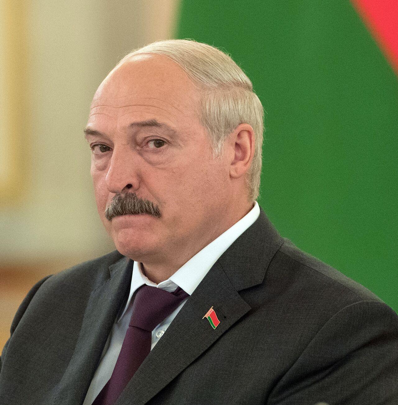 Лукашенко заявил о направленных на него ядовитых стрелах ...