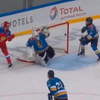 18-летний российский хоккеист забросил уникальную шайбу в стиле игрока НХЛ