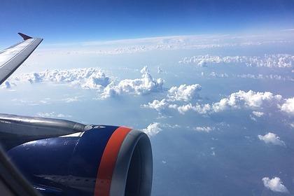 Российский самолет приготовился к экстренной посадке из-за трещины