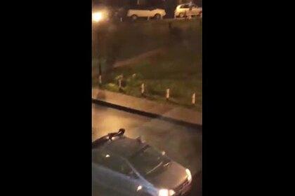 Полуголый россиянин бегал по улице с требованием вызвать десант и попал на видео