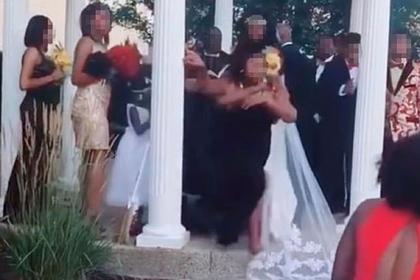 Беременная от жениха гостья сорвала свадьбу и попала на видео