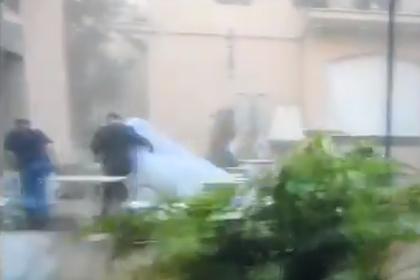 Невеста в Бейруте спаслась бегством после взрыва и попала на видео