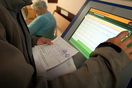 Еженедельно около 30 тысяч москвичей оформляют доступ к электронной медкарте
