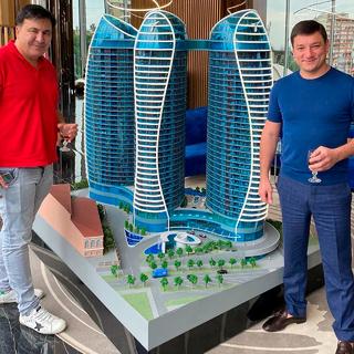 Михаил Саакашвили (слева)