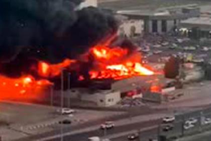 В ОАЭ начался крупный пожар