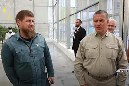 Кадырова упрекнули за отсутствие маски в рабочее время