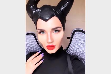 Российская стюардесса скопировала образ Анджелины Джоли и впечатлила подписчиков