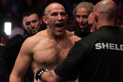 Олейник отреагировал на плевок американского бойца UFC