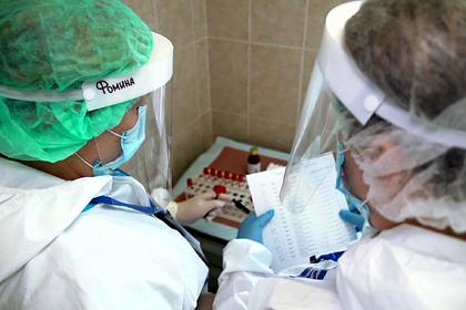 В Минздраве назвали первых получателей вакцины от коронавируса в России