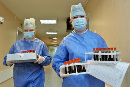 Вирусолог рассказал о возможной опасности российской вакцины от коронавируса