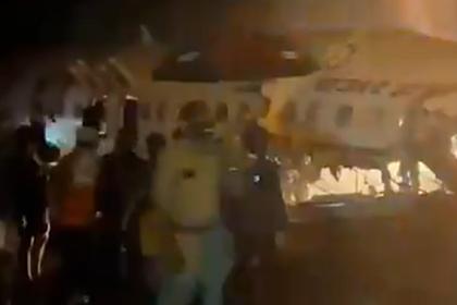 Появилось видео с места крушения пассажирского самолета в Индии